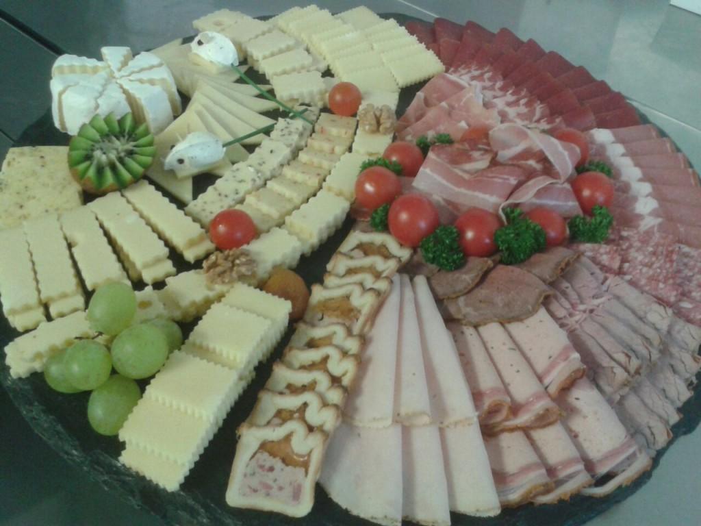 Fleisch- und Käseplatte00